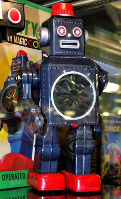 Adventures Into The Land of Robots! Toy Robot Museum & Morphy Auction House