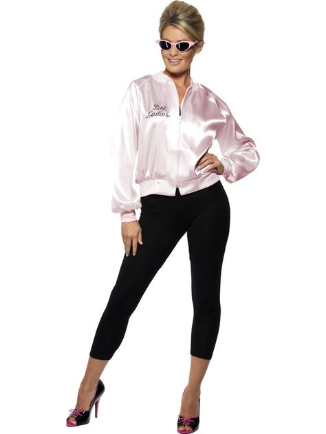 Grease Pink Ladies -takki. Tässä naamiaisasussa voit luoda itsellesi 50-luvun tyylin ja astua hetkeksi Sandyn maailmaan ja kiltin tytön haasteisiin olla kovis. Oheistuotteista löydät täydennystä 50-luvun tyyliin. Naamiaisasu on lisensoitu Grease-tuote.