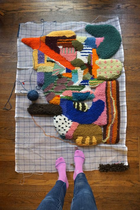 Todays taste of Shuffle, a post detailing this amazing latch hook process by Kerbi Urbanowski in Shuffles Fiber Latch Hook Rugs, Tapestry Weaving, Punch Needle, Rug Hooking, Diy Crafts To Sell, Fiber Art, Needlework, Craft Projects, Arts And Crafts