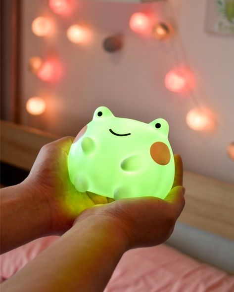 A sweet round frog light they'll want to cradle forever. 32 Adorable Gifts That Don't Even Need Wrapping Paper Cute Night Lights, Frog Art, Kawaii Room, Cute Room Decor, Cute Frogs, Aesthetic Room Decor, Frog And Toad, Oui Oui, Objet D'art