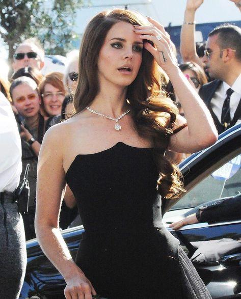 Lana Del Rey, another girl crush ; Elizabeth Woolridge Grant, Elizabeth Grant, Pretty People, Beautiful People, Beautiful Women, Red Carpet Looks, Girl Crushes, My Idol, Style Icons