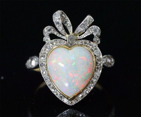 """Bagues anciennes / Art nouveau / Bague ancienne """"Belle Epoque"""" en forme de Coeur. Diamants et opale."""