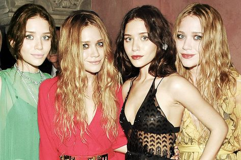 When they rocked slick straight hair and choker necklaces because the early were the best time for fashion: