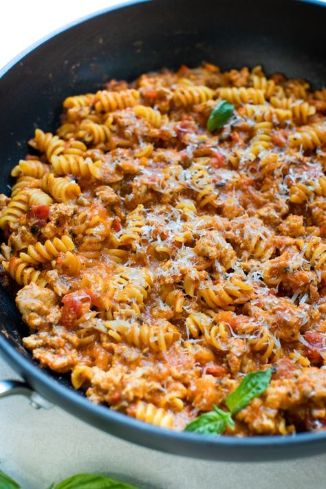 This skillet lasagna recipe with rotini and ground turkey is an easy family dinner that only takes 30-ish minutes and ONE POT to make!