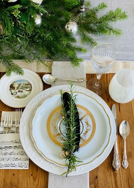 How To Create A Christmas Table With Fresh Greenery Beautiful Ornaments Christmas Table Settings Table Decorations Christmas Tabletop