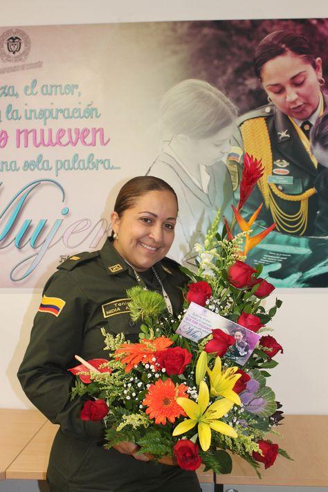 Mujeres Policia Felicidades, eres maravillosa, hay belleza en ser mujer. mujeres policia