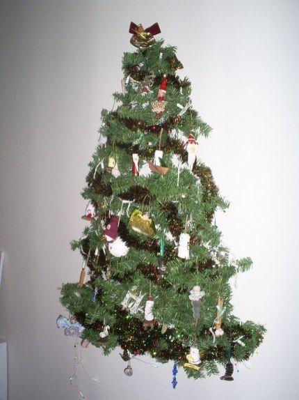 35 Tinsel Wall Christmas Tree Ideas For Your Home Decor Creative Christmas Trees Tree Wall Art Wall Christmas Tree