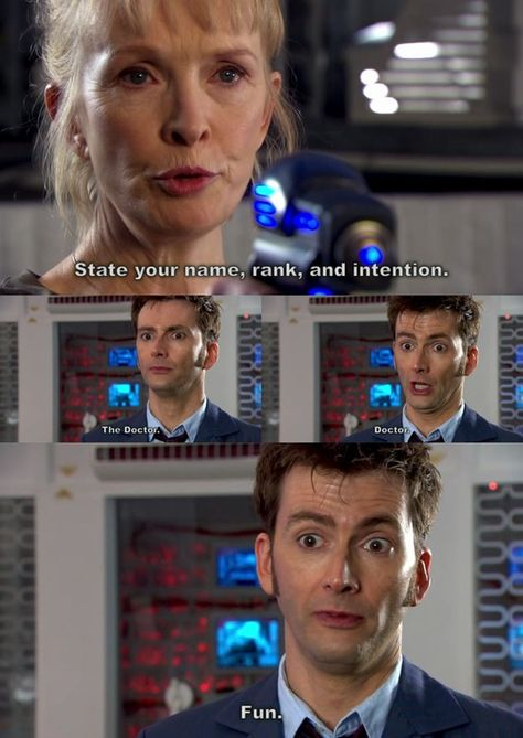 :D Doctor Fun - these picture remind me of Farscape John Crichton trys to shake hands with a female Peace Keeper -lol. Doctor Who and Farscape rocks :) Tardis, Geeks, Serie Doctor, 10th Doctor, Diy Doctor, Tenth Doctor Quotes, Fandoms, Don't Blink, Torchwood