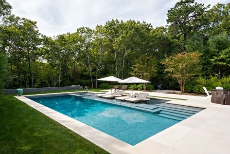 Hamptons pool design: modern, clean styles are in When planning a new pool, there are so many things to consider. To make sense of all the latest features in pool design, we chatted with Greg Darvin of Pristine Pools in East Hampton. Backyard Pool Landscaping, Small Backyard Pools, Backyard Pool Designs, Outdoor Pool, Landscaping Ideas, Pool Pavers, Patio Ideas, Backyard Ideas, Pool Spa