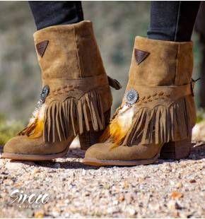 Botas Cleveland Taupe | CALZADO en 2019 | Botas con flecos