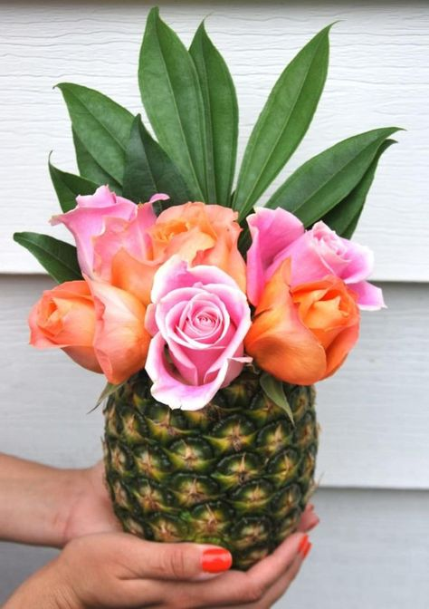 Impressive DIY Floral Design for Spring Floral arrangement inspiration for Spring. Easy DIY flower inspiration for your home. The post 5 Impressive DIY Floral Design for Spring appeared first on Diy Flowers. Flamingo Birthday, Luau Birthday, Pink Flamingo Party, Flamingo Baby Shower, Hawaiian Birthday, Moana Birthday, Design Floral, Deco Floral, Pineapple Vase