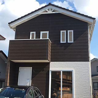妻飾り 外観 新築工事中 北欧風 木目調サイディング サンレイ