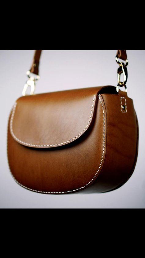 Diy Leather Wallet Pattern, Leather Bag Tutorial, Sewing Leather, Leather Pattern, Leather Handbags, Leather Purses, Lv Handbags, Luxury Handbags, Louis Vuitton Handbags