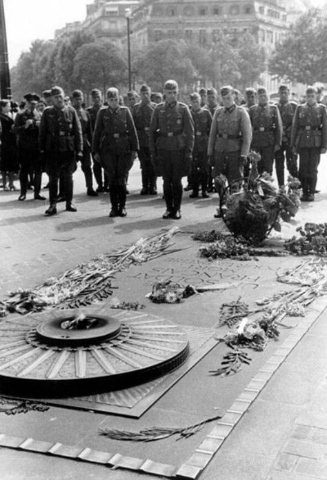 Campaign In The West (Battle Of France) 1940: German entry in Paris - Paris citizens and German soldiers at the place De l'etoile regarding the 'tomb of the unknown soldier' . First days of the occupation.