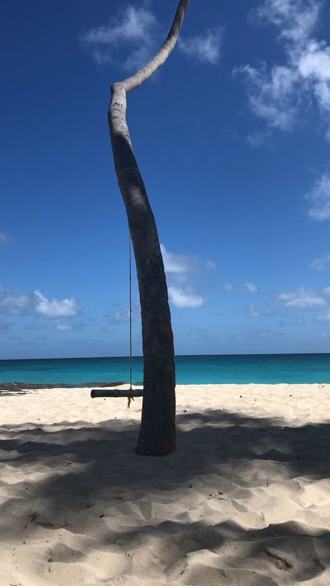 Just..... Breathe and enjoythis paradise. Want to know where to find it? Read my Barbados luxury blog! #barbados #beaches