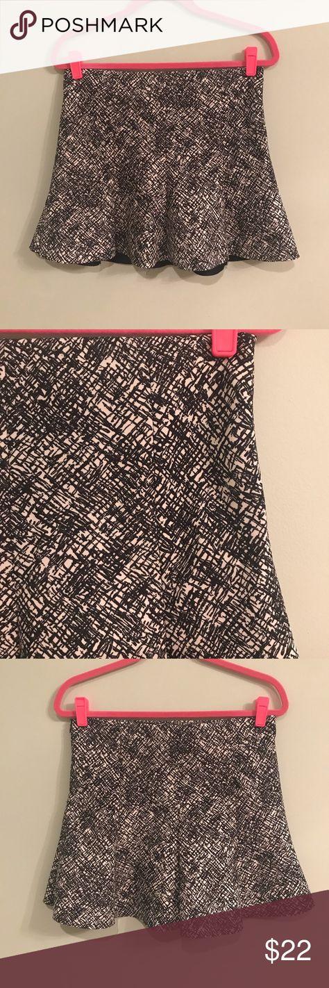 5b32440b2 Zara Woman Black and White Mini Skirt Like new trumpet style/flounce hem mini  skirt