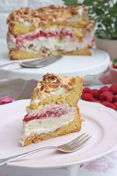 Himmelstorte Mit Erdbeeren Und Himbeeren Rezept In 2020 Kuchen Und Torten Kuchen Und Torten Rezepte Himmelstorte