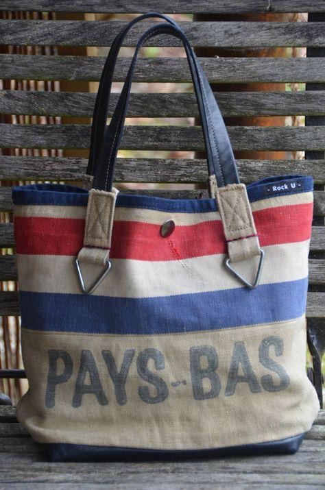 Handgemaakte tas van originele Ptt postzak en leer door VinMarRock, €80.00
