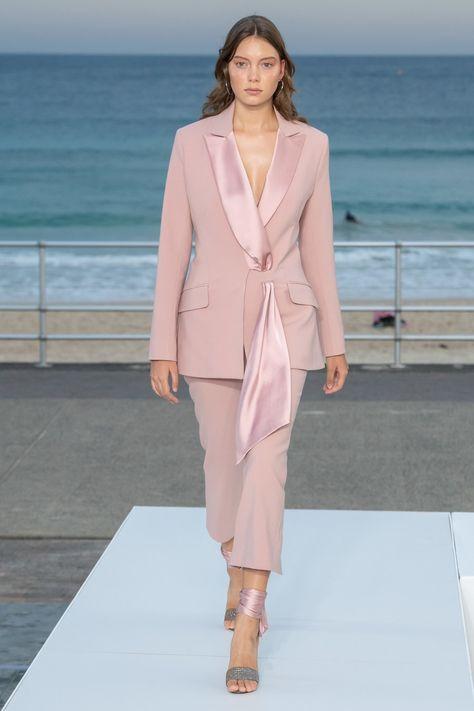 Jonathan Simkhai Australia Resort 2020 collection, runway looks, beauty, models, and reviews.