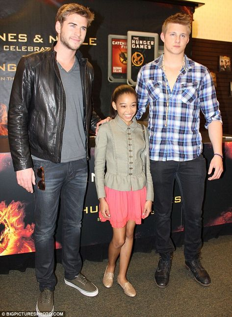 Posing up: Amandla with co-stars Alexander Ludwig and Liam Hemsworth at a signing of the Hunger Games book in Los Angeles earlier this month. Hunger Games Characters, Hunger Games Memes, Hunger Games Cast, Hunger Games Fandom, Hunger Games Trilogy, Katniss Everdeen, Jenifer Lawrence, Alexander Ludwig, Teen Actresses