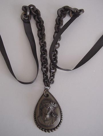 19th Century Victorian Whitby Jet Mourning Locket with Loved One/'s Hair