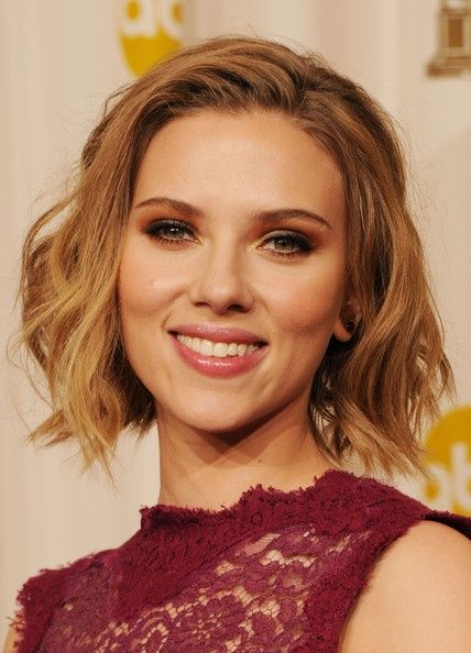 Scarlett Johansson Hairstyle: So even if you are not a celeb, you can be the talk of the party with these famous celebrity hair looks.