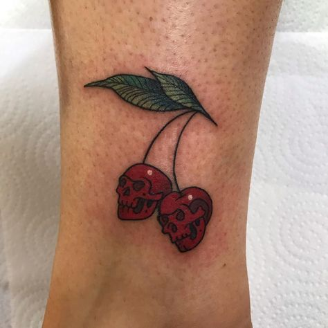 Discover recipes, home ideas, style inspiration and other ideas to try. Dainty Tattoos, Dope Tattoos, Pretty Tattoos, Mini Tattoos, Beautiful Tattoos, Leg Tattoos, Body Art Tattoos, Tattoo Drawings, Feminine Skull Tattoos