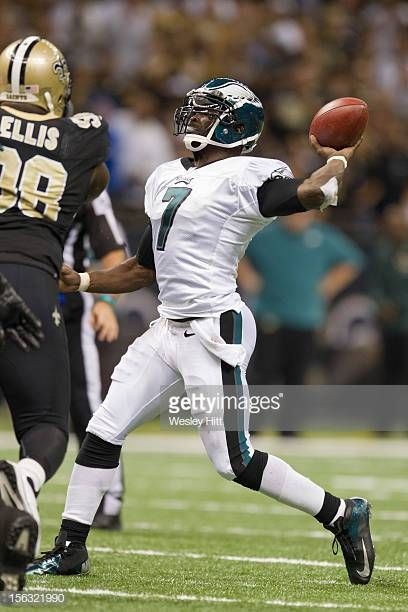 f5c6b82d Michael Vick of the Philadelphia Eagles throws a pass against the ...