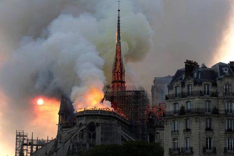Incendio a Notre Dame. Parigi, le fiamme divorano la cattedrale - Esteri - quotidiano.net