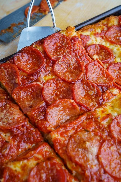 Sicilian Pizza Recipe : Sicilian style pizza with a thick focaccia crust that is nice and crispy on the bottom and soft in the middle all topped off with plenty of cheese, a tasty tomato sauce, and pepperoni! Sicilian Pizza Recipe, Sicilian Style Pizza, Sicilian Recipes, Sicilian Food, Pizza Lasagna, Pizza Pizza, Pizza Recipes, Cooking Recipes, Comida Pizza