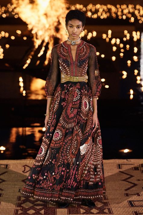 Christian Dior Resort 2020 collection, runway looks, beauty, models, and reviews.