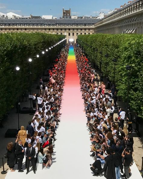 Virgil Abloh Louis Vuitton Men SS2019 - After months of waiting, the designer finally presented his SS19 collection for the Parisian house #catwalkmodel