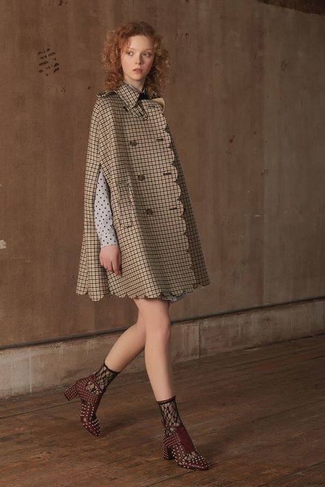 Red Valentino Pre-Fall 2018 collection, runway looks, beauty, models, and reviews.