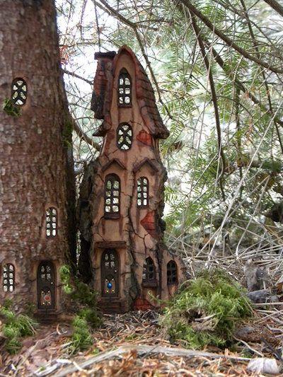 mykindafairytalee:    Waiting for winter by *ForestDwellerHouses