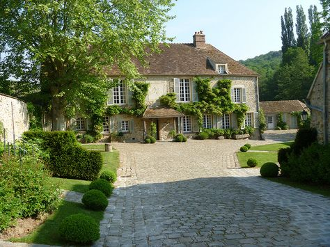 Le Moulin de la Tuilerie, a French country château and former residence of the Duke and Duchess of Windsor