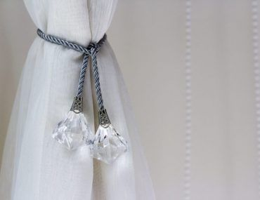 8 Different Ways To Tie Back Curtains In 2020 Curtain Tie Backs