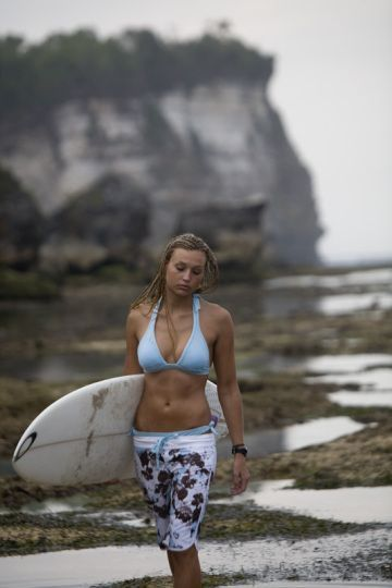 Pin By Jacques Ferrieux On Surfing Girls With Images Surfer Outfit