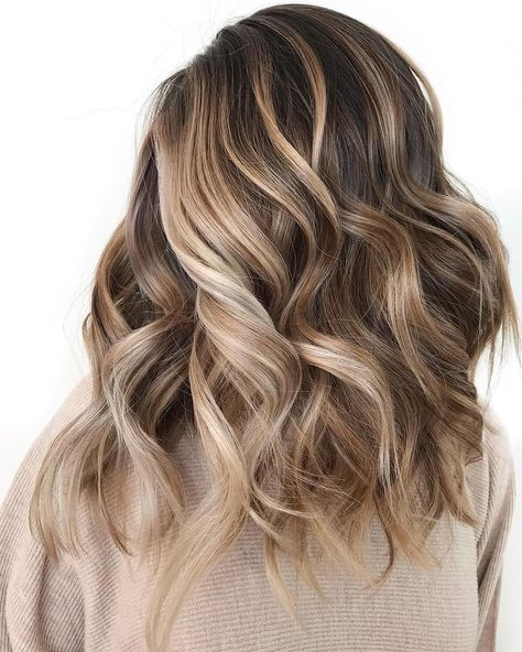 7 Breathtaking Hair Color Trends For 2019 Stunning brown hair colors balayage Brown Hair Balayage, Brown Blonde Hair, Hair Color Balayage, Hair Highlights, Balayage Brunette, Blonde Brunette Hair, Short Balayage, Brunette Color, Bayalage