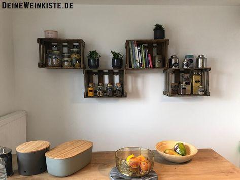 Küchenregale hängend