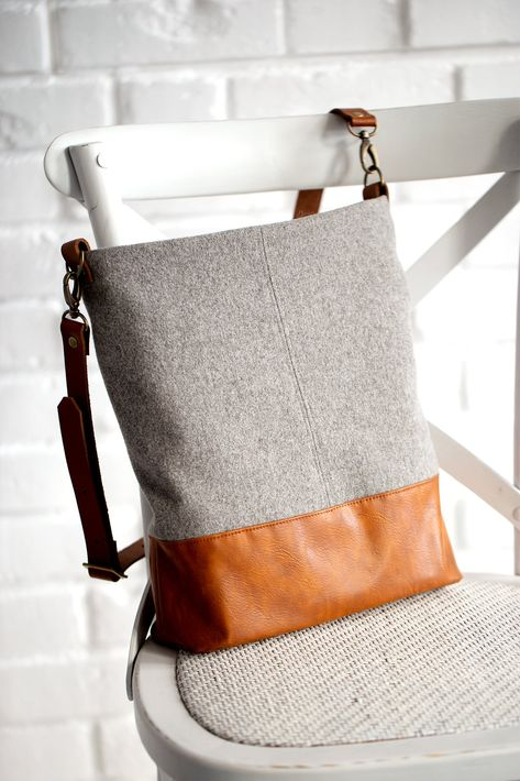 Anleitung Shopper-Tasche selbernähen Schnittmuster von pattydoo Fabric Bags, Fabric Scraps, Sewing Tutorials, Sewing Patterns, Book Purse, Small Sewing Projects, Clutch Bag, Crossbody Bag, Tote Bag