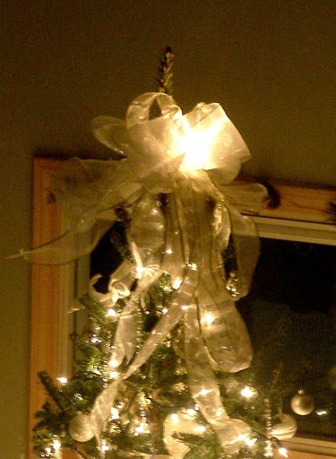 glowing christmas tree decorating ideas and how to guide tie ribbon in a bow - How To Tie Decorative Bows For Christmas Decor