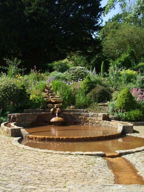 Wasserlauf mit flachem Teich im Garten gartenhang ° garden hang - wasserlauf im garten