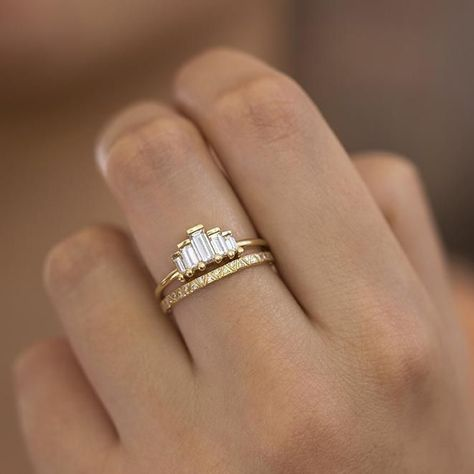 IJ| SI HallMarked 14K Yellow Gold 6.75 inches 0.27 cttw Round-Cut-Diamond bangle-bracelets Size