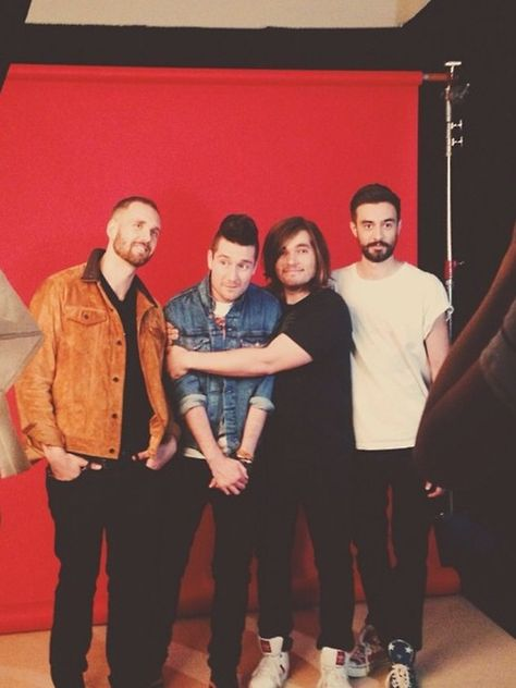 Bastille. Woody being cute. What has happened to will hair?! OH MY GoSH WILL WHAT HAPPENED TOO YOUR HAIR?!?!!!?  But anyway I love this pic it is cute...