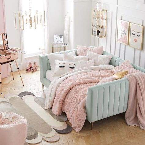 43 cute and girly bedroom decorating tips for girl 15