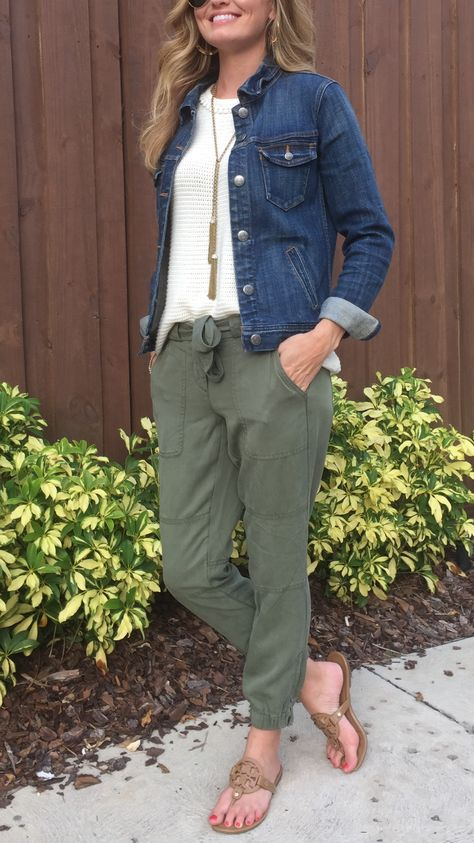 Jogger Pants – 3 Ways + Hurricane Harvey Jogger Pants – 3 Ways + Hurricane Harvey Jogger Pants – 3 Ways + Hurricane Harvey<br> Jogger Pants Outfit Dressy, Summer Pants Outfits, Mom Jeans Outfit, Skater Girl Outfits, Jean Jacket Outfits, Crop Top Outfits, Sporty Outfits, Urban Outfits, Cute Outfits