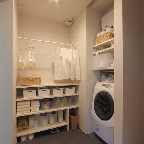 洗面所には可動棚だけじゃなくて洗濯物をたたむ台も欲しいかなー 衣類