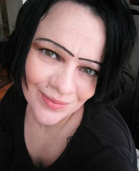 Good lord there are some seriously busted eyebrows goin on in here...