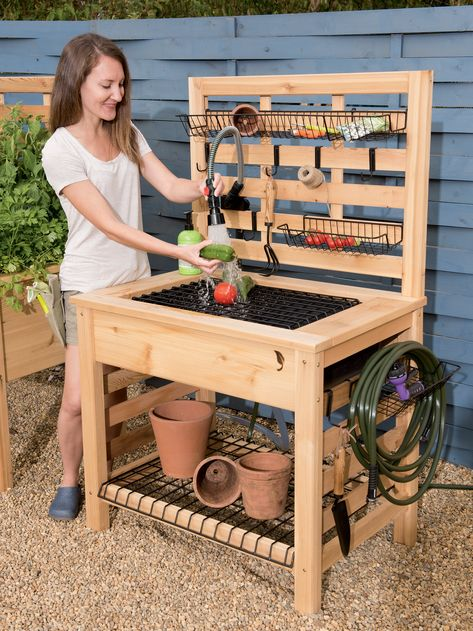 Cool 34 Casual Diy Garden Sink Design Ideas That Looks So Stunning. Potting Bench With Sink, Outdoor Potting Bench, Potting Tables, Potting Bench Plans, Rustic Potting Benches, Potting Soil, Outdoor Sinks, Diy Outdoor Kitchen, Outdoor Garden Sink