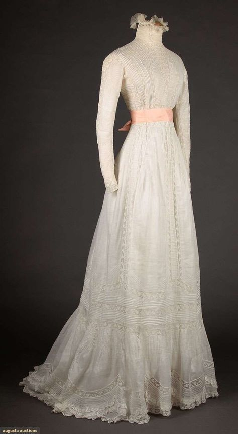 North America's auction house for Couture & Vintage Fashion. 1900s Fashion, Edwardian Fashion, Vintage Fashion, Vintage Beauty, White Tea Dresses, Old Dresses, Victorian Gown, Edwardian Dress, Edwardian Era